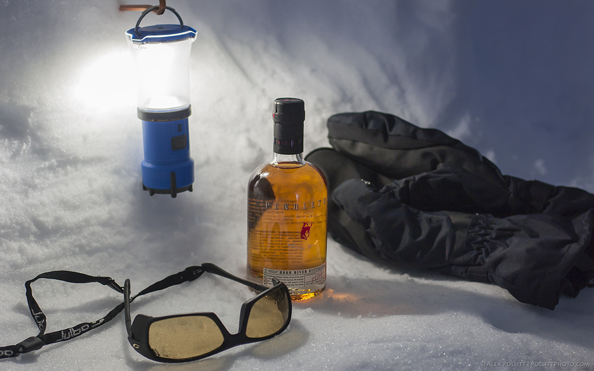 Snow cave camping2