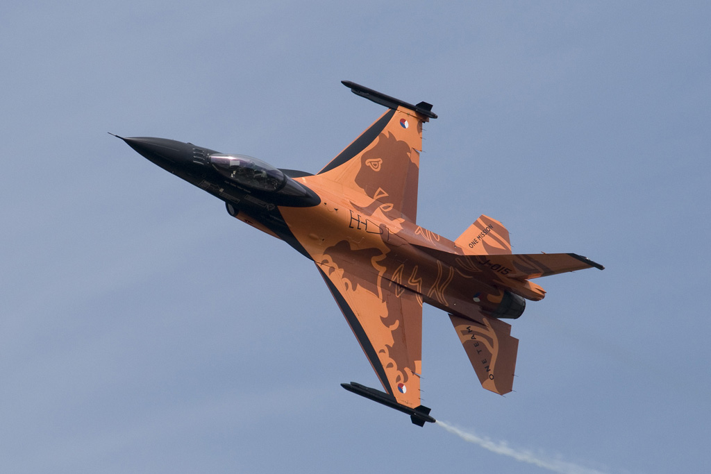 The Dutch RAF has beautifully painted F16s
