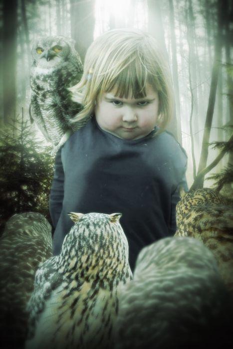 girl_holds_an_owl_02