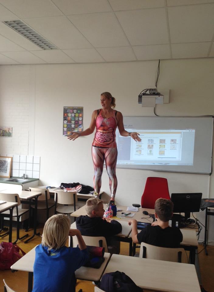 teacher has a new method for teaching anatomy
