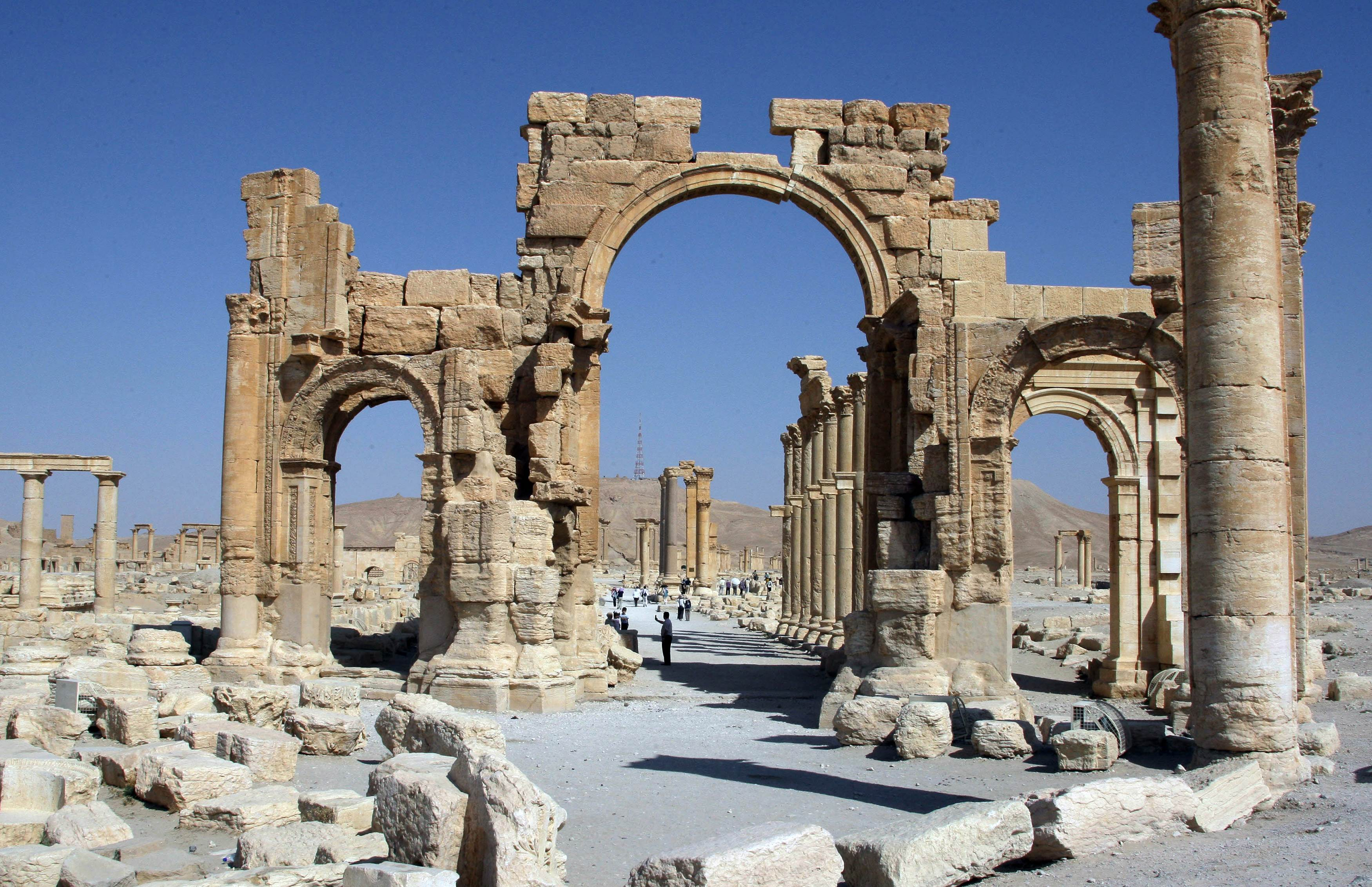 the Arch of Triumph, a major Roman monument in the ancient city of Palmyra.