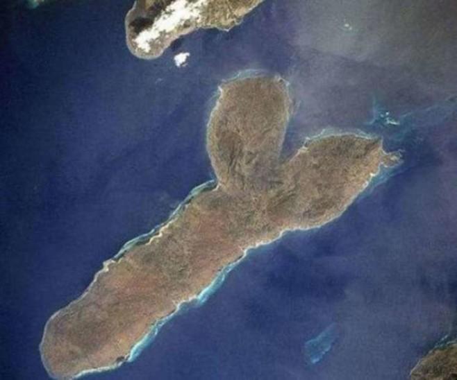 19. This island.