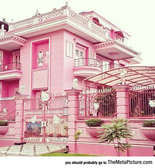 cool-Hello-Kitty-pink-house