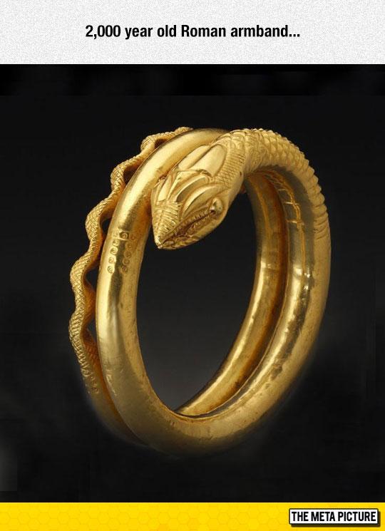 cool-gold-Roman-armband-ring