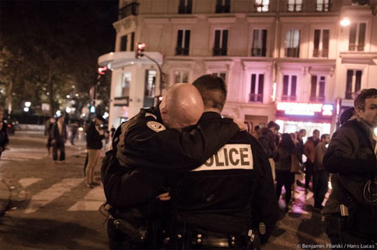 cool-police-man-crying-Paris