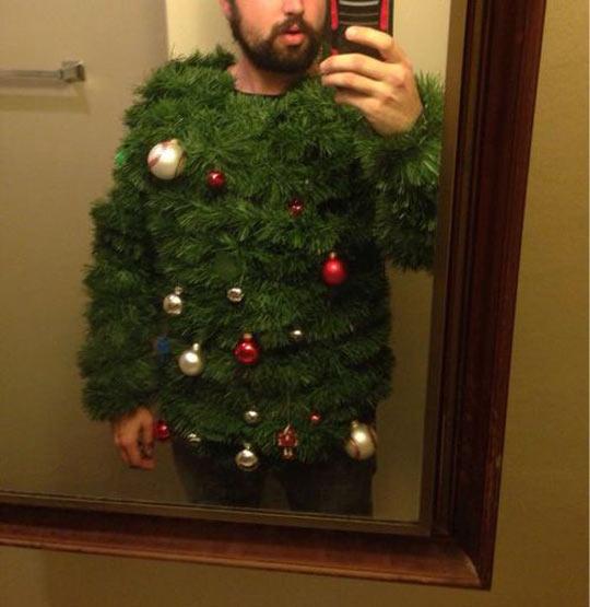 cool-Christmas-tree-disguise-mirror-phone-selfie