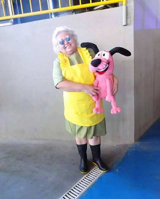 funny-courage-cowardly-dog-cosplay.jpg
