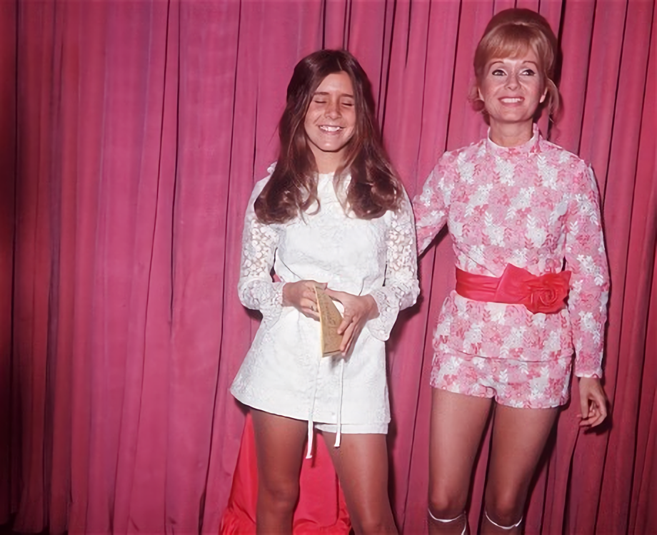 A young Carrie Fisher with her mother Debbie Reynolds