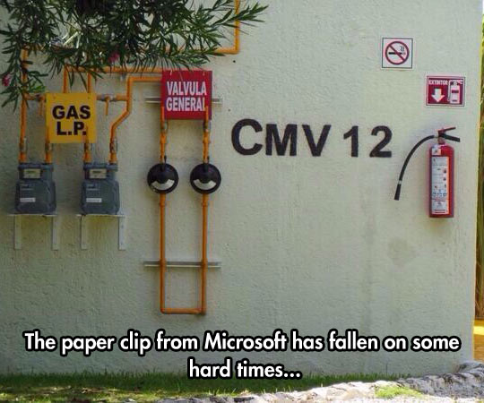 cool-Microsoft-paper-clip-spotted-building