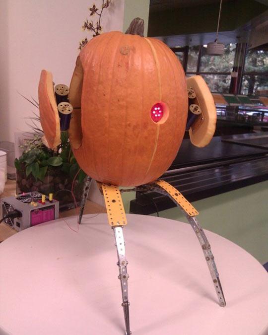 cool-pumpkin-robot-lights-machine