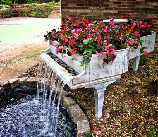 Old Piano Turned Into A Magnificent Fountain