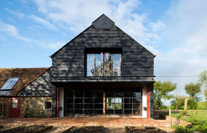 abandoned_barn_house_02