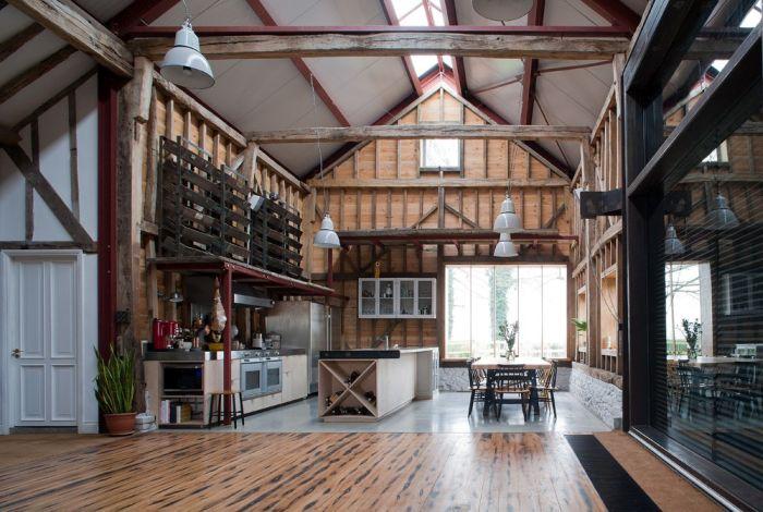 abandoned_barn_house_03