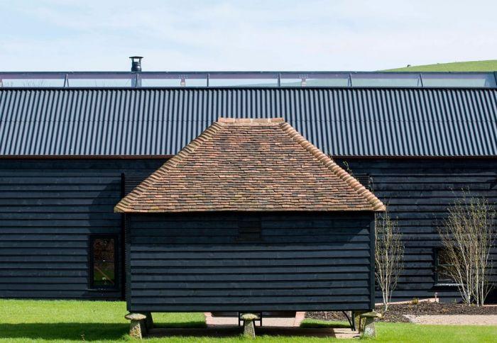 abandoned_barn_house_10