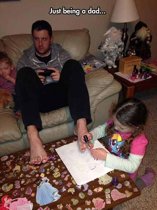 cool-dad-videogames-girl-painting-nails