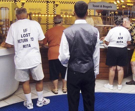 cool-shirt-matching-old-couple-buffet