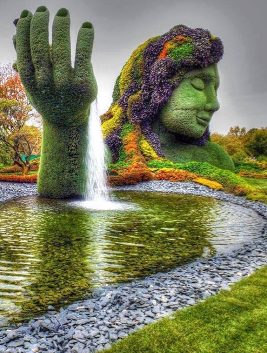 cool-Montreal-botanical-garden-fountain-face