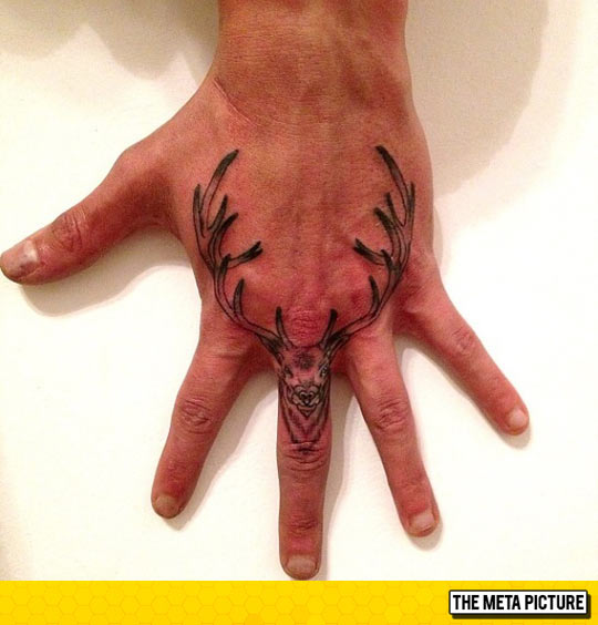 cool-deer-tattoo-hand-finger