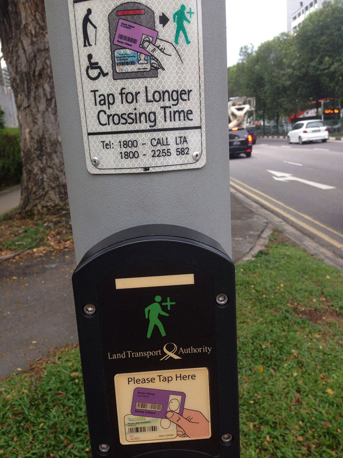 This traffic light allows senior citizens to have more crossing time