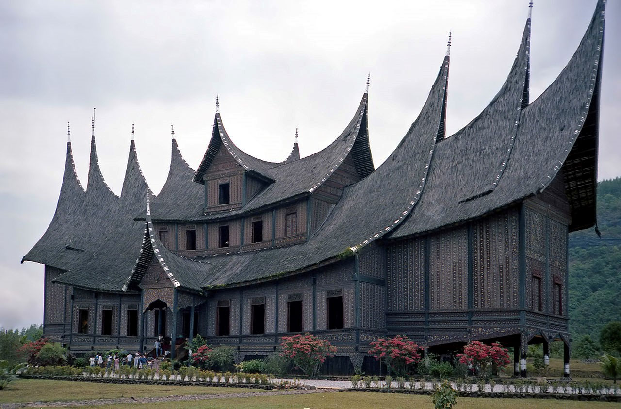 An amazing roof over a longhouse