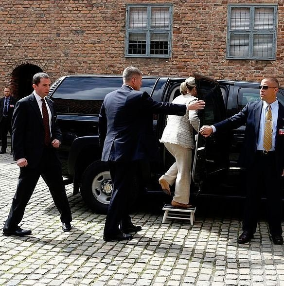 Hillary Clinton using a footstool to enter her car