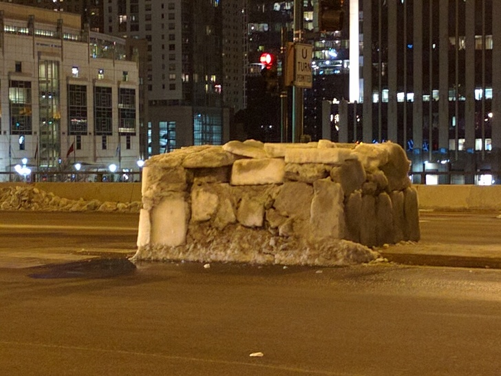 Homeless man builds igloo in Chicago