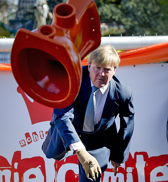 The King of the Netherlands throwing a toilet bowl