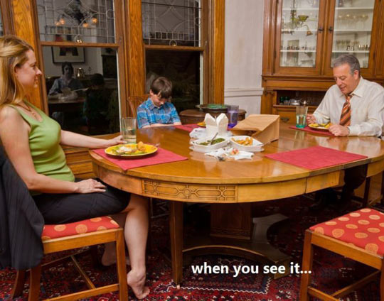 cool-dinner-family-ghost-mirror