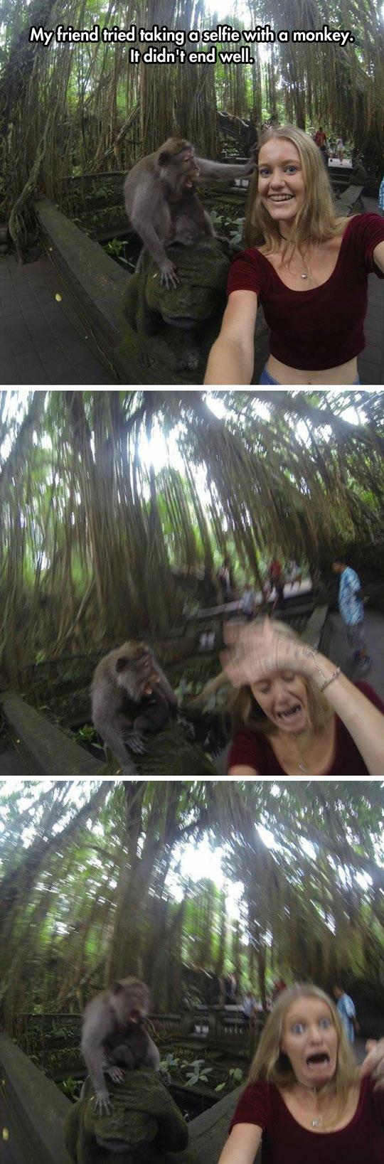 cool-girl-selfie-monkey-scared