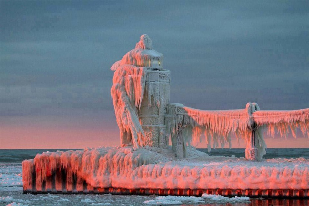 Winter sunset on a Lake Michigan lighthouse.