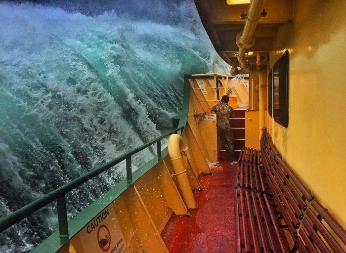 monster_waves_crashing_01