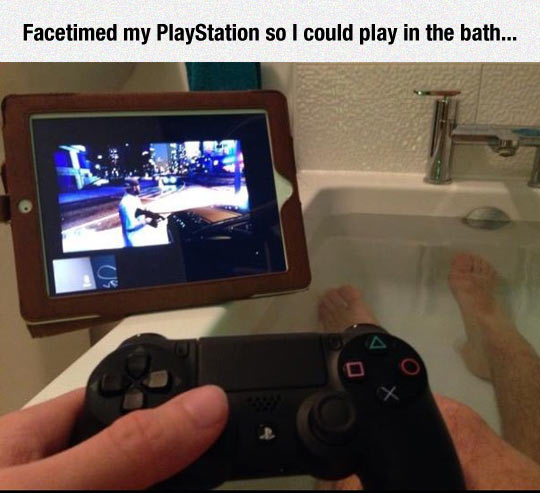 funny-PlayStation-could-bath-playing