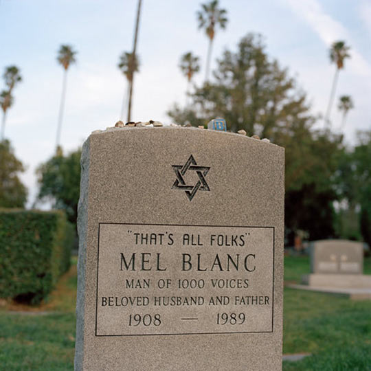 funny-grave-stone-Mel-Blanc-epitaph
