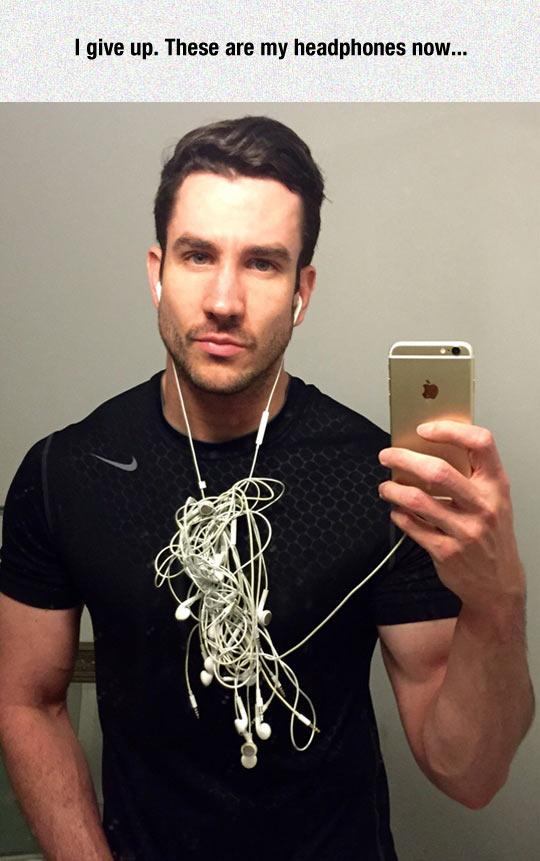 funny-man-selfie-headphones-tangled